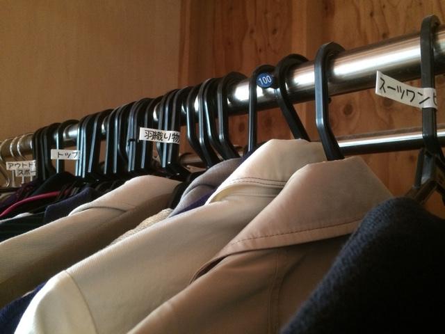 そろそろ衣替えの季節だよ!服の整理に家庭用テプラPRO SR150が役立った話。