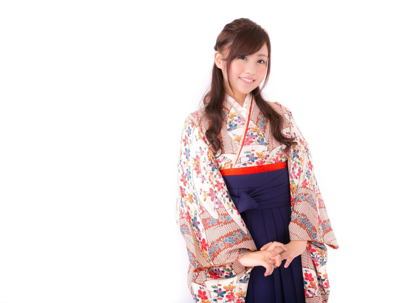 教え子の卒業式、先生の袴選びにマナーはあるの?実際に体験して失礼のない装いを発見!